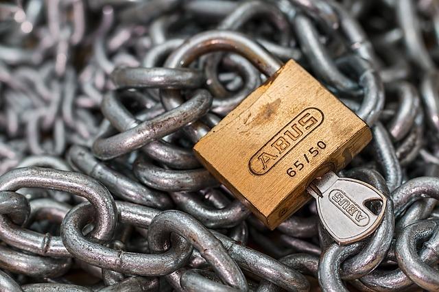 チェーンと鍵のイメージ