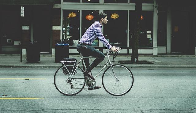 自転車の街乗りイメージ画像